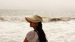 Atardecer nublado - Playa Bikini (jimmynilton) Tags: playa bikini punta negra lima peru atardecer nublado sombrero gorra cabeza