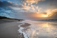 Strandspaziergang (blichb) Tags: 2017 deutschland leicaq leicasummilux11728asph meer nordsee schleswigholstein strand sylt wennigstedt wind blichb