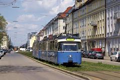 P-Zug 2005/3004 zwischen den Haltestellen Karl-Theodor-Straße und Clemensstraße (Frederik Buchleitner) Tags: 2005 3004 linie21 linie2128 linie28 linienverbund munich münchen pwagen strasenbahn streetcar tram trambahn