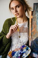 Художник (annie_scorsese) Tags: girl nikon nikond700 natural beautiful beautygirl woman womanportrait girlportrait green portrait художница художник