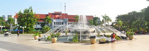 Balai Kota dan Air Mancur