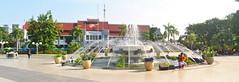 Balai Kota dan Air Mancur (Everyone Sinks Starco (using album)) Tags: surabaya eastjava jawatimur airmancur fountain building gedung architecture arsitektur office kantor
