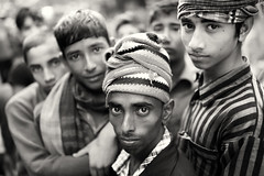 Bangladesh, porters in Mymensingh (Dietmar Temps) Tags: people outdoor culture market monochrome asia youngmen faces worker naturallight traditional bangladesh dhaka tradition ethnic streetphotography bengali southasia porter ethnology mymensingh ethnie blackandwhite bangladesch