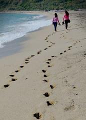 [ Verso la primavera - Toward spring ] DSC_0698.2.jinkoll (jinkoll) Tags: sea beach sand girls walk calabria two nicotera