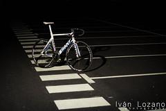 Giant Omnium (Ivn Lozano photography) Tags: bike night canon giant track ivan gear fixed fixie burgos pista lozano omnium strobist
