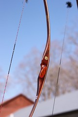 Elizabeth's sisters new bow (Wanna Bee Farmer) Tags: bow target arrow archery rendezvous whittingham longbow sussexcounty recurve instinctivearchery appalachianbowman