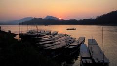 Mekong sunset (PeterCH51) Tags: light sunset sun set river landscape boats evening scenery dusk laos riverbank mekong luangprabang eveninglight mekongriver louangphrabang louangphabang mekongcruise peterch51 mekongscenery