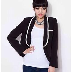 เสื้อสูทผู้หญิง แฟชั่นเกาหลีสวยมากตัดขอบสีขาวใหม่ นำเข้า ไซส์M/XXL สีดำ พร้อมส่งTJ7274 ราคา1100บาท เสื้อสูทผู้หญิง เสื้อสูททำงาน แขนยาวดีไซน์เก๋ตัดของสีขาวกระดุม1เม็ด เนื้อผ้าดีมากเกรดพรีเมี่ยมขึ้นห้าง คอปกบัวเสริมบุคลิกจะใส่ออกงานราชการ พบลูกค้าร่วมประชุ