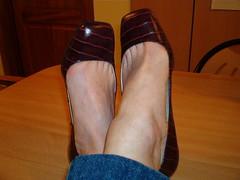 IM006484 (grandmacaon) Tags: buffalo pumps highheels hautstalons lowcutshoes toescleavage