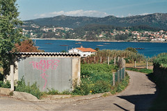 (agaleríabranca) Tags: sea españa mer praia beach de graffiti mar spain espanha mare playa galicia galiza espagne plage spiaggia pontevedra ria praias playas spanien spagna spann platja rias batea espanya galice cangas baixas aldán morrazo pinténs