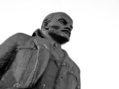 «Ленин из Щелково» («Lenin of Schyolkovo») (Andrey  B. Barhatov) Tags: street city lenin blackandwhite bw sculpture monument monochrome contrast canon square outdoors russia outdoor streetphoto monuments reportage observer citywalks russianfederation moscowregion blackandwhiteonly shchelkovo canong9 russya 74444mm лениниана symbolsoftheera