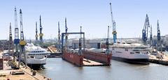 5169 Ausrüstungskai der Werft Blohm & Voss in Hamburg Steinwerder. (christoph_bellin) Tags: hamburg hamburger voss hafen mitte blohm werft bezirk stadtteil hafengebiet steinwerder ausrüstungskai