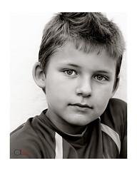 Alejandrillo (Alejandro M. Valverde) Tags: blanco sol azul calle video agua negro juegos ojos colegio gato tormenta padre nio almera madre pescadera