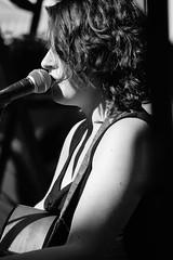 Laura en claroscuro (Victor Muruet) Tags: portrait laura by rocks artist chica guitar retrato portait guitarra victor singer busker con artista cantante muruet