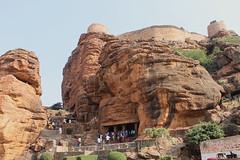 Badami, Grottes sculptées (Nicolas Vollmer) Tags: inde indedusud badami grotte grottessculptées chalukya shiva vishnu narashima temple lac