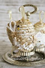 OvetteShabby_10w (Morgana209) Tags: ovetti uova decorazione shabby easter pasqua riciclo cartadapacco sacchettodelpane fiorellini perline fattoamano handmade diy creatività riciclocreativo recupero