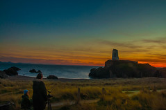 Sunset over two Photographers (Tony Shertila) Tags: 20170325184408 rhosyrcommunity wales unitedkingdom europe britain anglesey ynysmôn ynysllanddwyn lighthouse coast shore horizon outdoor cliffs path rise hill peninsular island llanddwyn building vista sunset weather day clouds cloudy sky tŵrmawrlighthouse gbr