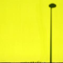 Lemon Light (titus_calypso) Tags: geometry géométrie fuji fujifilm xpro1 minimalisme minimalist minimalism série series nantes architecture graphic urban city ville building bâtiment lampadaire lamp light lines ligne jaune yellow citron lemon lighting abstract abstrait mur wall simple