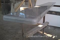 Coprimuretto in marmo bianco con costa a mezzo toro