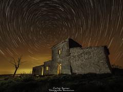 La casa del cerro (server.carlos) Tags: casa abandonada cerro house abandoned hill nightphotography longexposure larga exposicion startrails circumpolar landscapes lightpainting olympus omd5mkii zuiko714