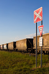 Give Way (PJ Reading) Tags: aurizon coal train rail railway transport transportation travel mineral fossil fuel diesel locomotive wagon export mine mining australia aus qld queensland darlingdowns toowoomba port brisbane sunset afternoon 2300class freight goods cargo