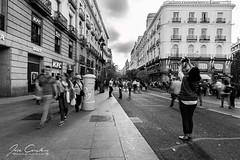 Parate y dispara (JOSE C.P.) Tags: spain spagna spanien spanje spagne spania madrid street calle bn bw blancoynegro blackandwhite