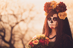 Dia de los muertos (Bastian.K) Tags: cosplay zeiss loxia 85mm 24 costume dia de los muertos day dead fear walking czj loxia8524 sunset sunrise vintage retro old film analogue analog look portrait women girl sony a7s alpha7 alpha7s