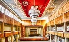 hier spielt die Musik (GU-JO) Tags: deckenleuchte deutschland eisenach hotelfürstenhof thüringen grosersaal red rot
