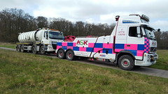 Volvo FH13 Front Suspending 8 Wheeler Tanker (JAMES2039) Tags: volvo tow towtruck truck lorry wrecker heavy underlift heavyunderlift 8wheeler 6wheeler frontsuspend daf 75 85 tanker cardiff rescue breakdown ask askrecovery recovery fh13 pn09juc pn09 juc cf