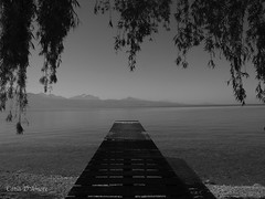 Lac Léman (catiadamore) Tags: lac lutry lausanne cully lacléman suisse eau ponton paysage noiretblanc bnw pontoon montagnes lake genevalake switzerland landscapes monochrome ciel sky pier jetty minimalisme jetée
