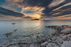CREADOR DE ESTELAS. (VICENTE PLANELLS RAMON) Tags: sesparta sunset ibiza primavera mar sea puesta de sol barco ship