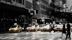 big apple - NYC / USA (christianseidl) Tags: usa nyc new york newyork newyorkcity bigapple unitedstates city car travel black whithe blackandwhite art live contrast light street streetlive people earth photography busy love amazing yellow color cab yellowcab samsung tourist big apple gelb farben taxi leben stadt schwarz weis amerika wayoflife dream americandream america midtown town kunst auto traffic streets manhattan hudsonriver eastriver