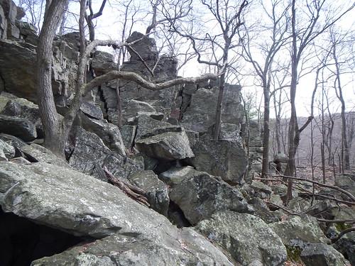 DSCN0182 35 Jct Rocks