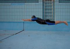 der Schwimmer (_siMITOn_) Tags: levitation swimmer schwimmer outdoorpool freibad