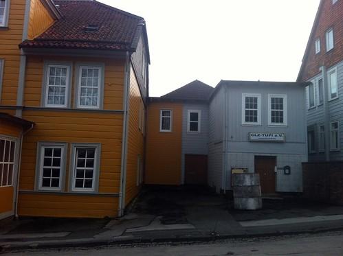 Deutsches Haus links, Tupi rechts