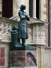 Orlans, Loiret: Htel Groslot, statue de Jeanne d'Arc ralise par la princesse Marie dOrlans, milieu du XIX sicle. (Marie-Hlne Cingal) Tags: france 45 orlans jeannedarc loiret htelgroslot princessemariedorlans