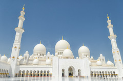 Sheikh Zayed Grand Mosque, Abu Dhabi (Tatyana Kildisheva) Tags: trip travel tourism uae mosque adventure abudhabi traveling unitedarabemirates masjid  sheikhzayedmosque sheikhzayedgrandmosque   dsc7730edit