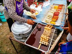 ร้านขายลูกชิ้น ไส้กรอก ประเภทน้ำจิ้มทะเลเดือด 2 — at บ้านโคกสี ต.โคกสี อ.สว่างแดนดิน. (TYCBD CHANNEL) Tags: canon thailand market meatball sakon a1400