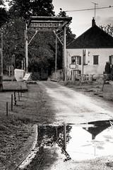 Chez la veuve Couderc (Lucille-bs) Tags: bw france europe nb reflet pont maison bourgogne chemin cinéma côtedor pontlevis lieudetournage laveuvecouderc cheuge
