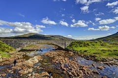 Scotland Highland in a Sunny Scene (jerryjcwu) Tags: uk travel summer mountains nature water landscape scotland scenery europe photojournalism highland nikkor d600 nikonafsnikkor1835mmf3545ged