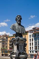 Firenze, Benvenuto Cellini (madamasu) Tags: monument italia firenze pontevecchio benvenutocellini leicaxvario