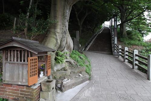 神社石段へ