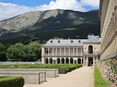 Gardens, loggia, and mountains, El Escorial, Spain (Paul McClure DC) Tags: españa architecture spain scenery historic elescorial comunidaddemadrid sanlorenzodelescorial june2014
