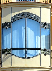 Manresa - Muralla St. Domnec 4 (Arnim Schulz) Tags: barcelona espaa art window architecture ventana spain arquitectura arte fenster kunst catalonia finestra artnouveau gaud architektur catalunya espagne fentre modernismo catalua spanien modernisme jugendstil espanya katalonien stilefloreale belleepoque baukunst