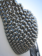 Ball-Nogues Studio (rocor) Tags: stainlesssteel parkinggarage publicsculpture santamonicaplace newtonscradle ballnoguesstudio