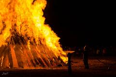 kleiner Feuerwehrmann (-BigM-) Tags: june juni fire photography fotografie 21 flame solstice feuer flamme kreis bigm gppingen adelberg sonnwende