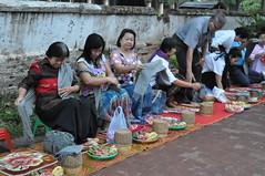 Most of those waiting to give to the monks were ladies (oldandsolo) Tags: southeastasia earlymorning buddhism tourists lp laos luangprabang buddhistmonk laopdr makingmerit unescoworldheritagecity buddhistreligion takbat buddhistfaith morningalmsgivingritualluangprabang morningalmsgivinginluangprabang