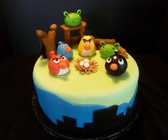 Angry Birds cake by Yvonne, Twin Cities, MN, www.birthdaycakes4free.com