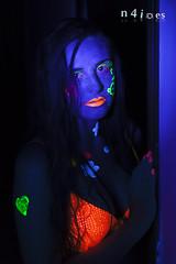 Sara - UV Drawings IV (n4i.es) Tags: girl canon bodypaint blacklight canon5d ultraviolet uvlight uvpaint n4i n4ies markerinktub uvreactivepaint2014saragonzálezlópezbañerabañerauvbikinibodypaintingbodypaintingestudiointeriorjerezlamparasnegrasluznegramodelopinturapinturareactivapipijerverotuladoresfluorescentessaraultravioleuvjerezdelafronteracádi uvdrawings
