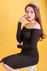 AKU_5956 (Akasumoto) Tags: 85l look girl beautiful canon 1dsmark3 1dsmarkiii portrait vietnam body color lighting strobe studio chair hair fly flower